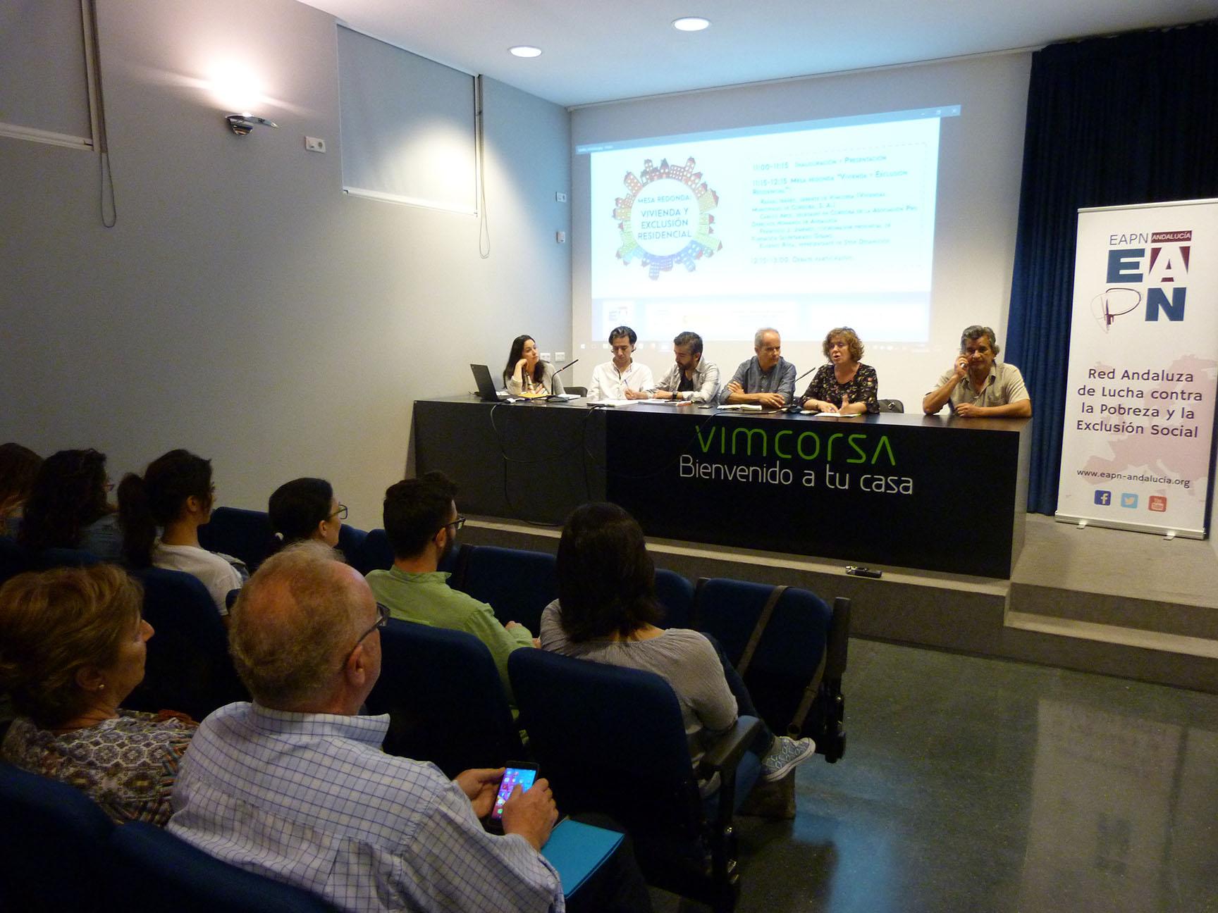 Pluralidad de voces en una mesa redonda sobre vivienda y exclusión en Córdoba